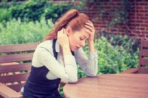 Ragazza stanca e stressata