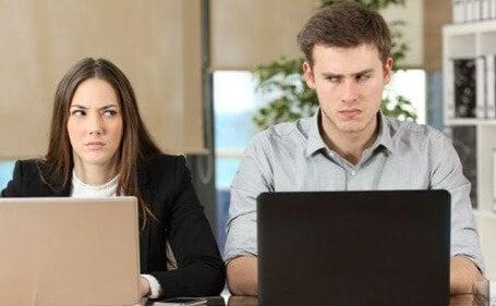 Uomo e donna a disagio