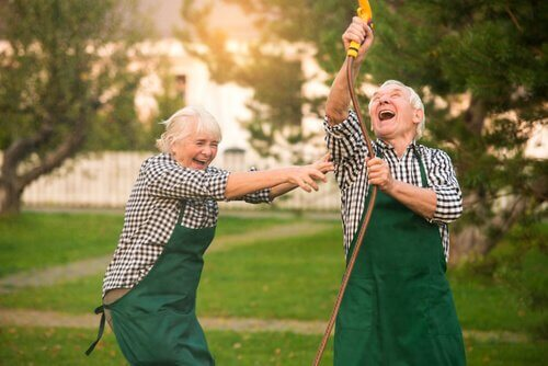 Anziani si divertono