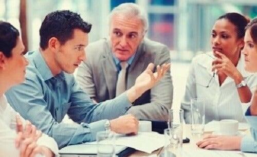 Discussione in un gruppo di lavoro