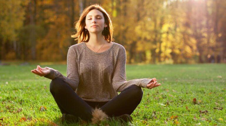 Donna medita