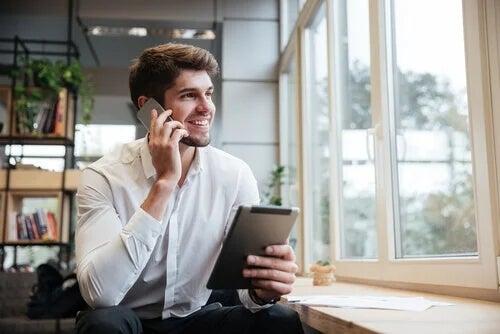 Imprenditore al telefono