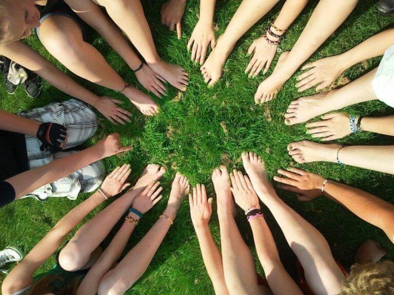 Mani e piedi di persone