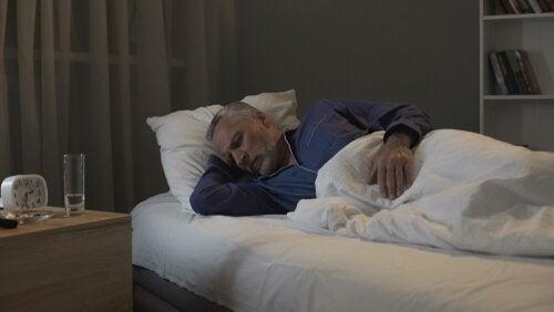 Anziano con disturbi del sonno