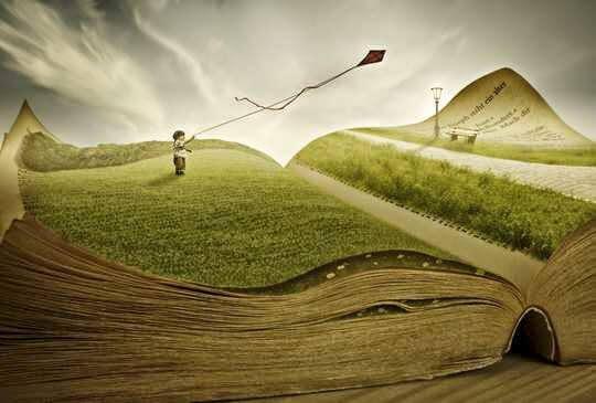 Metafora in terapia rappresentata da bambino con aquilone su paesaggio a forma di libro