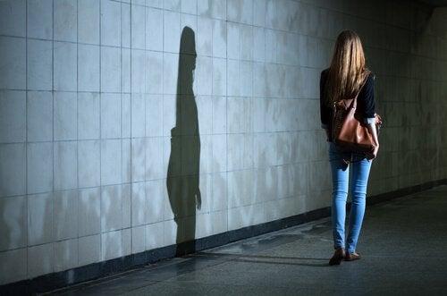 Donna sola di notte