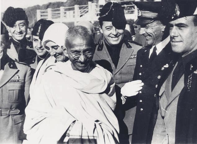 Ghandi, che ha introdotto il concetto di ahimsa in occidente