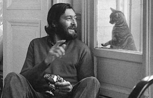 Julio Cortázar col suo gatto