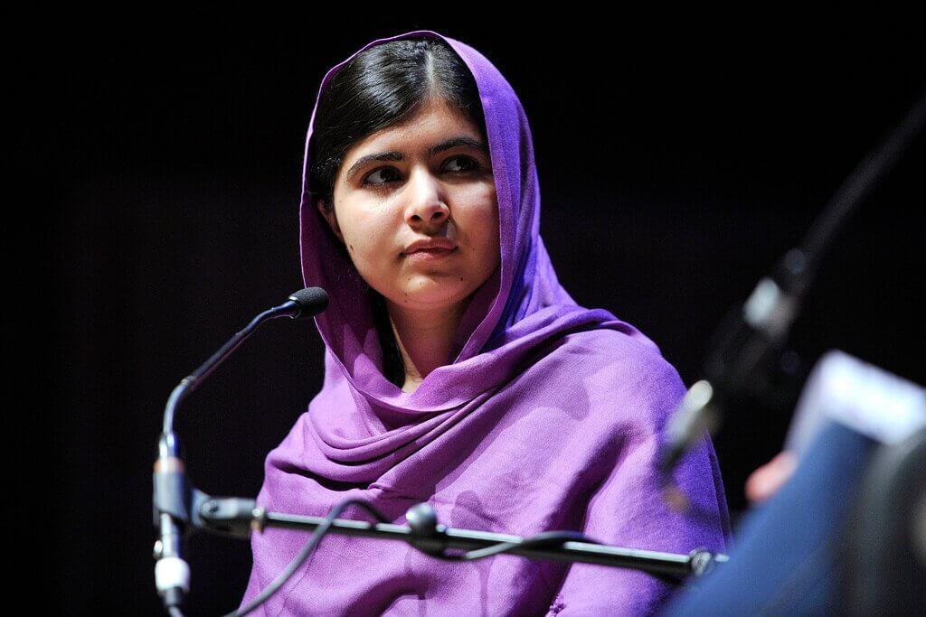 Malala parla al microfono