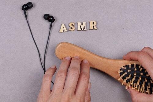 Scritta ASMR con altri oggetti