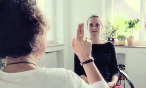 Psicologa applica tecnica EMDR