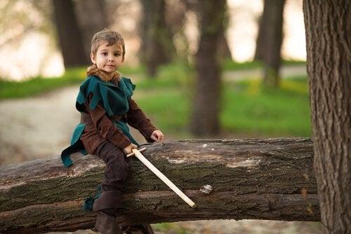 Bimbo vestito da Robin Hood