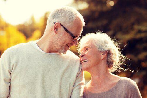 Invecchiare insieme, la meravigliosa esperienza dell'amore maturo