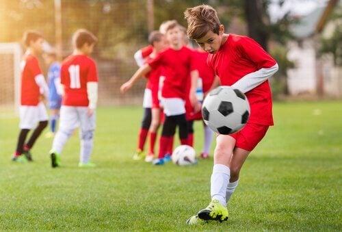 Partita di calcio bambini