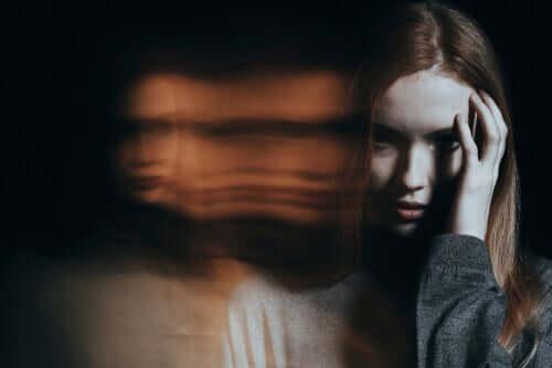 Donna con allucinazioni