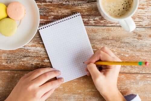 Scrivere una lista delle priorità per gestire il tempo a lavoro