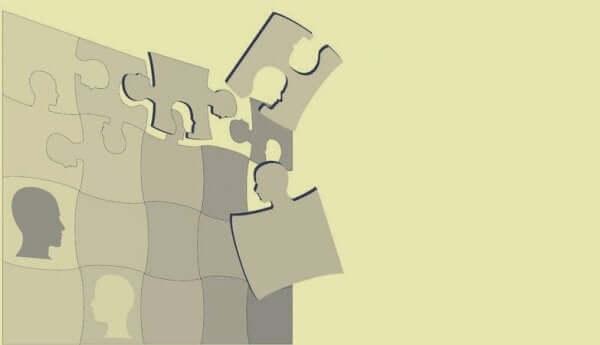 Puzzle con tessere a forma di testa
