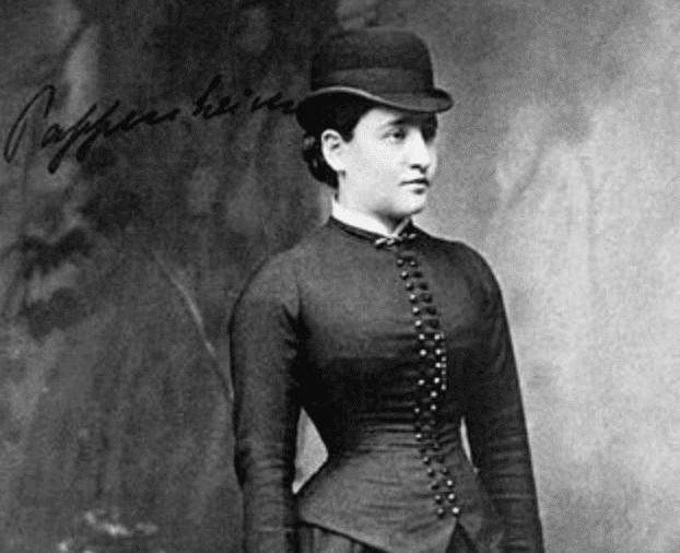 Fotografia in bianco e nero di Anna O, paziente di Josef Breuer