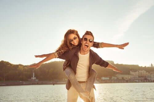 Coppia felice indipendenza nella coppia
