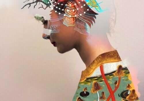 Donna con motivi colorati in testa