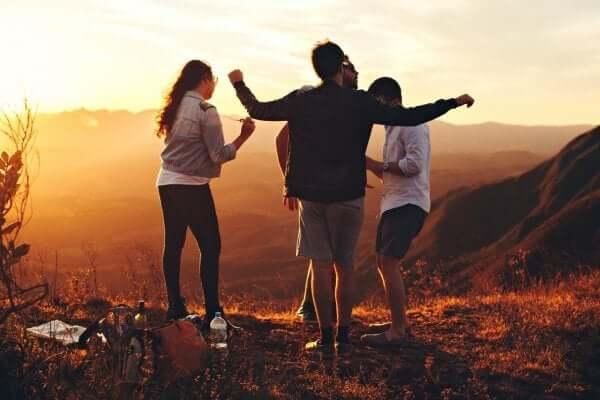 Gruppo di amici nella natura
