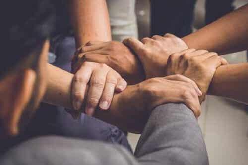 Cerchio degli uomini: benefici di una pratica sempre più diffusa