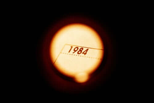 File illuminato con l'anno 1984