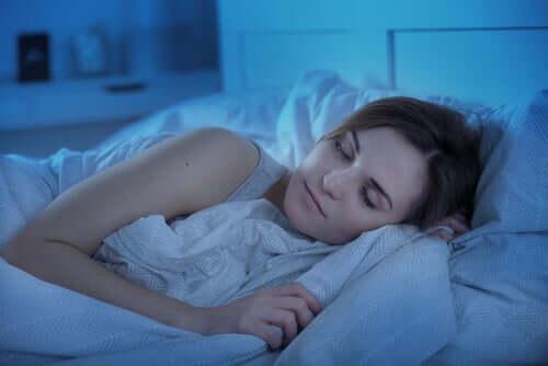 Donna che dorme tranquillamente