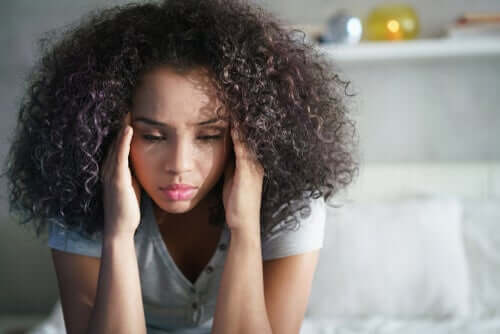 Giovane con conseguenze psicologiche da stalking condominiale