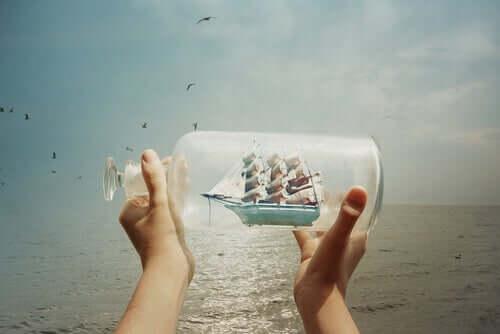 Nave in una bottiglia