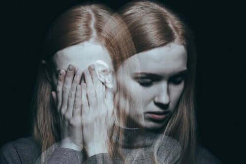 Donna schizofrenica con sdoppiamento