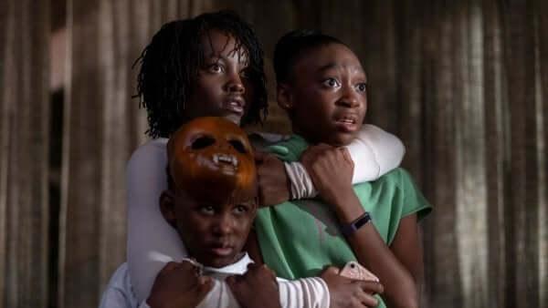Scena del film Noi di Jordan Peele famiglia terrorizzata