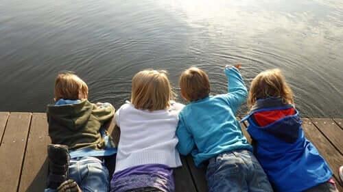 Bambini sul molo