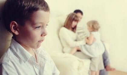 Gelosia nei confronti del fratellino: cosa fare