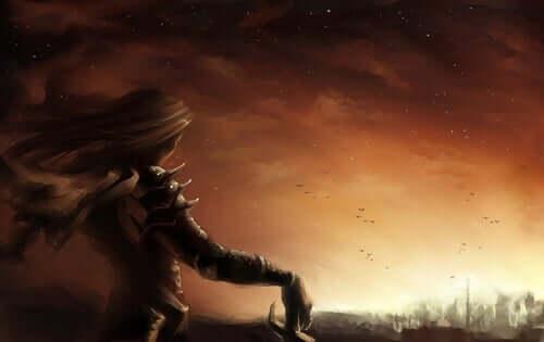 Donna eroina guarda la città dall'alto