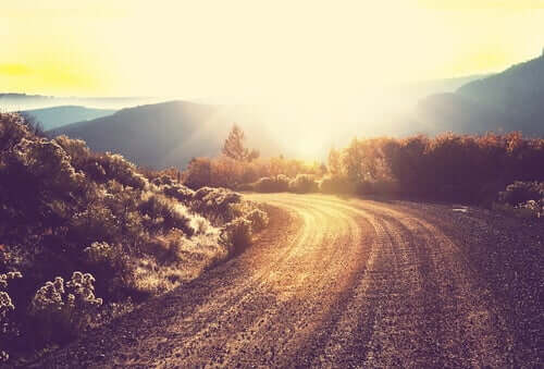Strada al tramonto