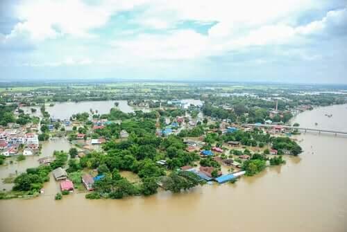 centro urbano inondato