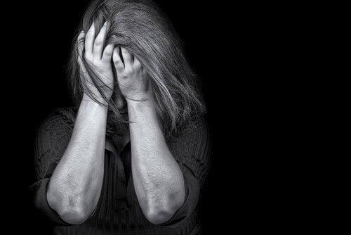 Donna con post trauma