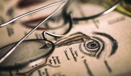 Occhiali su illustrazione di un occhio
