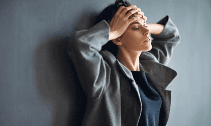 Donna con chimica della ansia
