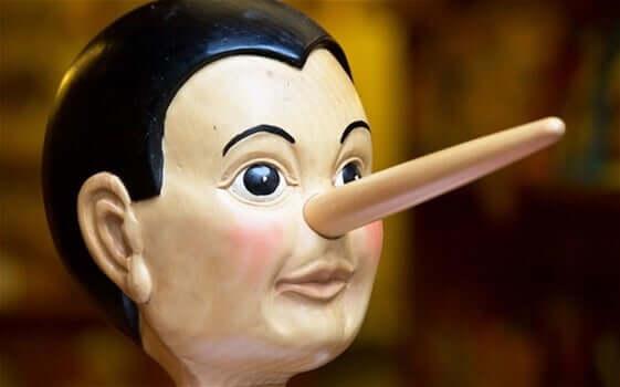 Pinocchio con il naso lungo