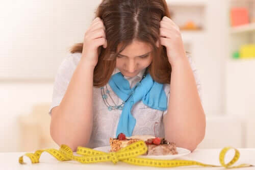 Donna frustrata da dieta restrittiva