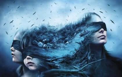 Donna e bambini con gli occhi bendati