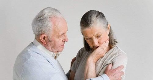 Anziana che soffre di demenza a corpi di Lewy
