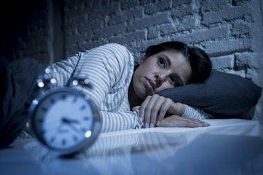 come la privazione del sonno influisce sullerezione