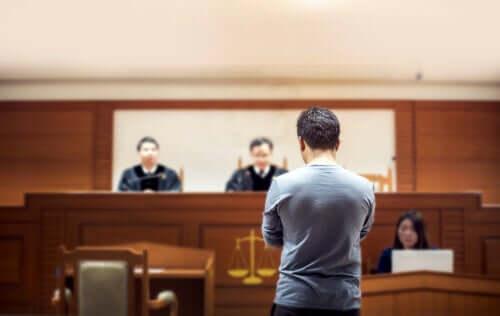 Uomo in attesa di giudizio