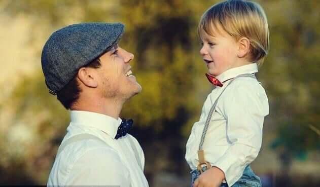 Padre giovane e figlio