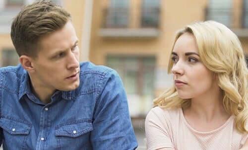 Attacchi di gelosia e aggressività passiva