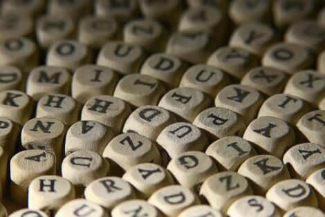 Dadi con lettere sopra