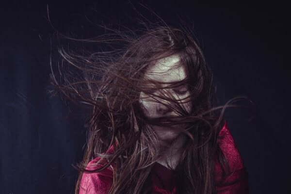 Ragazza con disturbo depressivo